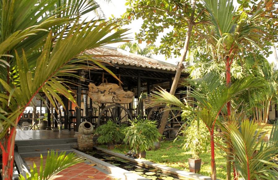 Nhà hàng ở khu du lịch
