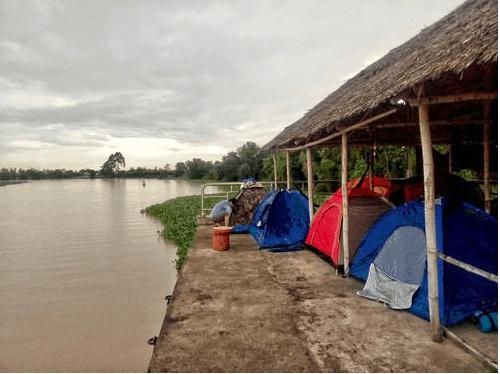 Cắm trại ven sông