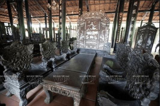 Nội thất trong nhà cổ được làm từ những loại gỗ quý