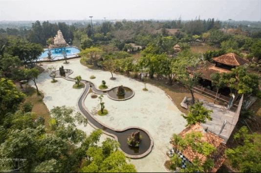 Khuôn viên làng cổ Phước Lộc Thọ