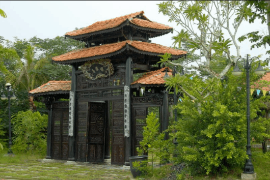 Những cánh cổng mang đậm nét cổ xưa