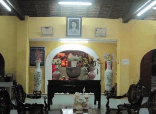 Bàn thờ chị Võ Thị Sáu trong nhà dân