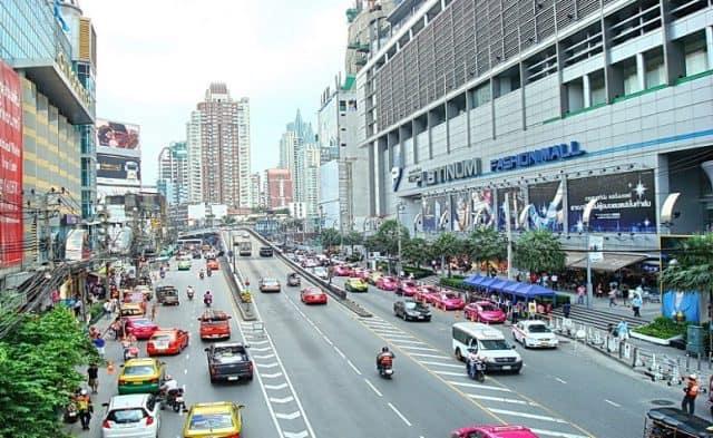 Phetchaburi con đường nối liền khu chợ và những trung tâm thương mại (Ảnh ST)