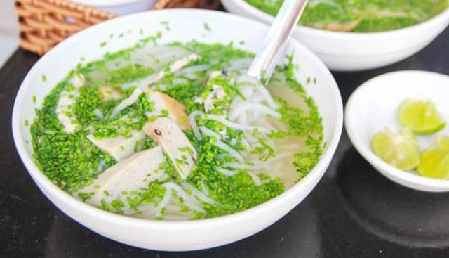 Bánh canh hẹ là một đặc sản của Phú Yên, có hương vị cực thơm ngon, hấp dẫn (Ảnh ST)