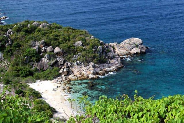 Thiên nhiên tươi đẹp quanh đảo Hòn Rùa (Ảnh ST)