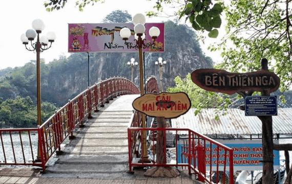 Cầu Mai An Tiêm tại khu du lịch hồ Ông Thoại