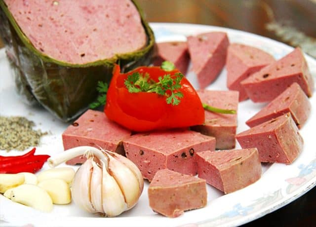 Chả bò được xếp loại là một trong món ẩm thực đặc sản của nổi tiếng của Đà Nẵng (Ảnh ST)