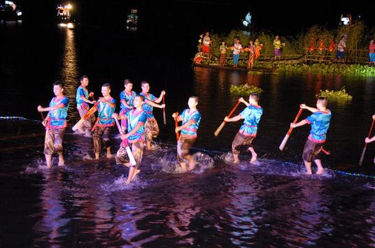 Chiêm ngưỡng lễ hội diễn ra tại Búng Bình Thiên