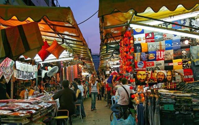 Sự đa dạng và phức tạp của chợ đêm Patpong khiến nơi này khá nổi tiếng trong ngành du lịch Thái Lan (Ảnh ST)