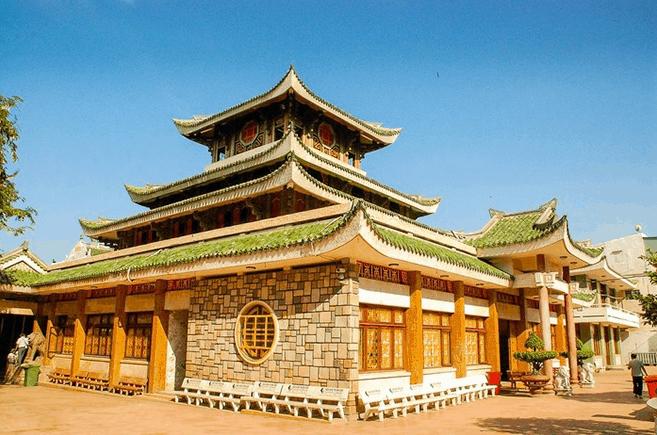 Chùa Bà Châu Đốc An Giang có lối kiến trúc đẹp mắt