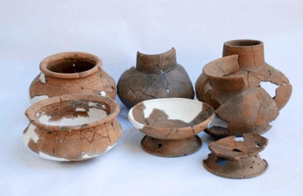 Một vài hiện vật được tìm thấy tại khu di tích Rạch Núi
