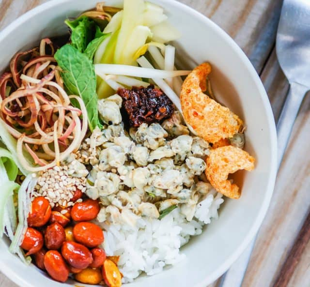 Cơm hến – món ăn đậm đà phong vị xứ Huế (Ảnh ST)