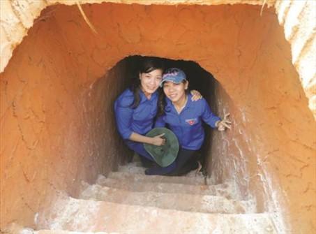 Một lối xuống bên dưới hầm địa đạo (Ảnh ST)