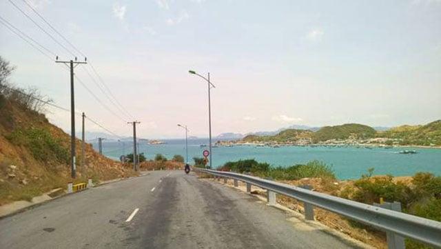 Quốc lộ 702 chạy ngang đảo Bình Hưng (Ảnh ST)
