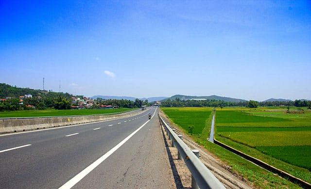 Đường đi đến bãi Từ Nham Phú Yên rất dễ đi (Ảnh ST)