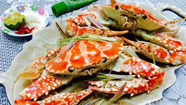 Món ghẹ hấp chấm muối là một trong những món hải sản ngon ở Quy Nhơn (Ảnh ST)