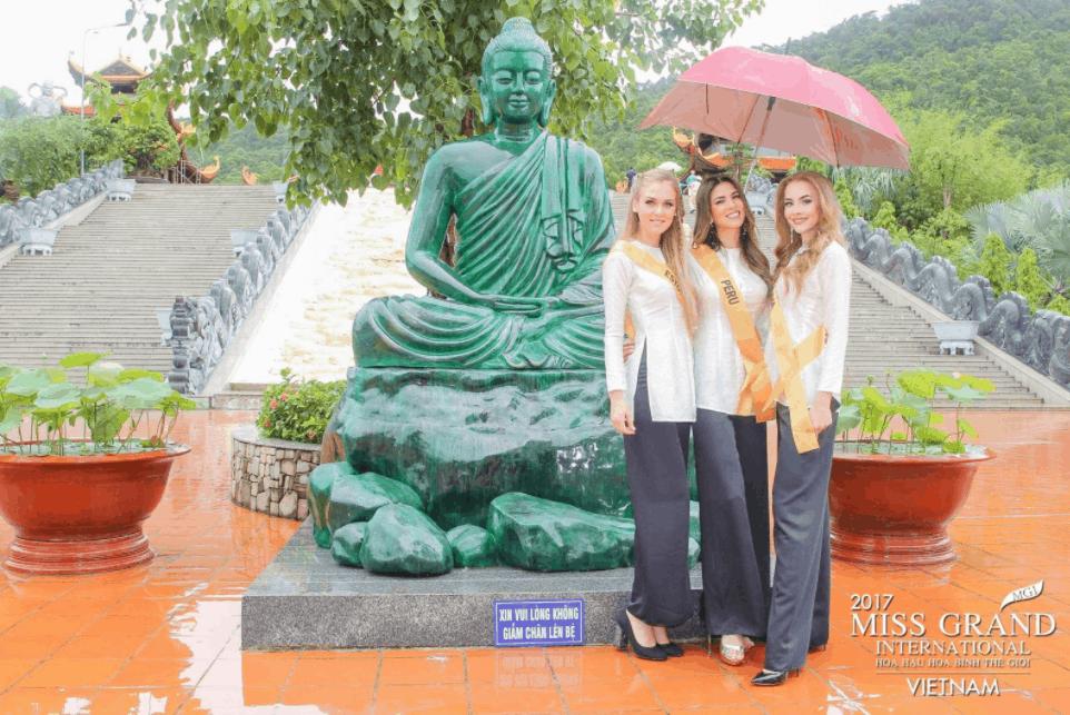 Hình ảnh các người đẹp MGI check-in tại chùa Hộ Quốc