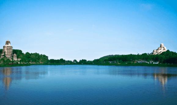 Hồ Thủy Liêm - Núi Cấm