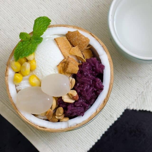 Món kem xôi dừa hấp dẫn trong khu ẩm thực (Ảnh ST)