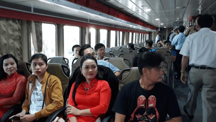 Khoang hành khách trên tàu Phú Quốc Express