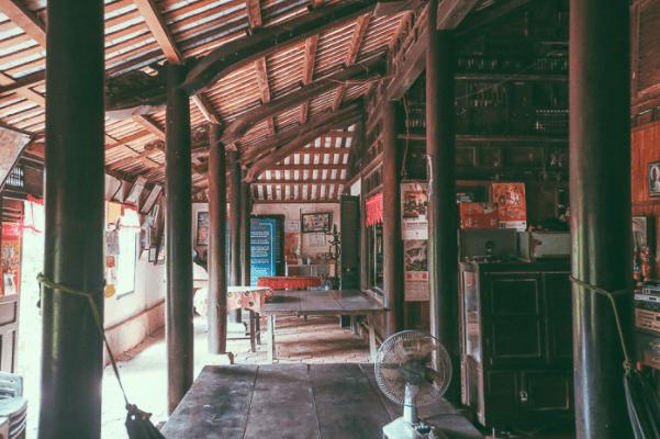 Không gian bên trong nhà cổ Trăm Cột
