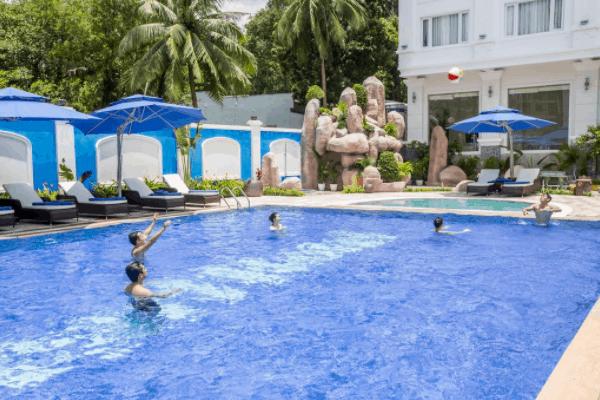 Khu bể bơi ngoài trời tại khách sạn Phu Quoc Ocean Pearl