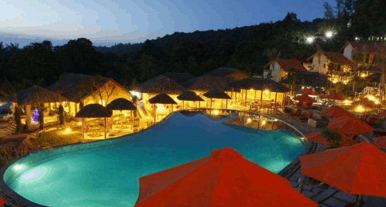 Khung cảnh tuyệt đẹp tại bể bơi ngoài trời Daisy Resort Phu Quoc