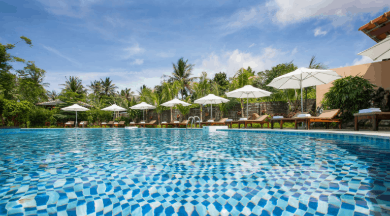 Khu bể bơi tại Elwood Resort Phu Quoc