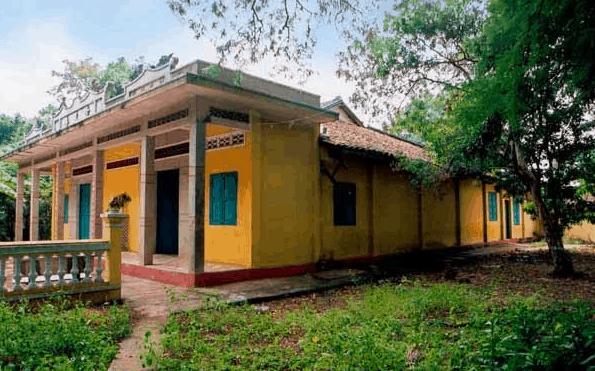 Khuôn viên chùa Linh Sơn