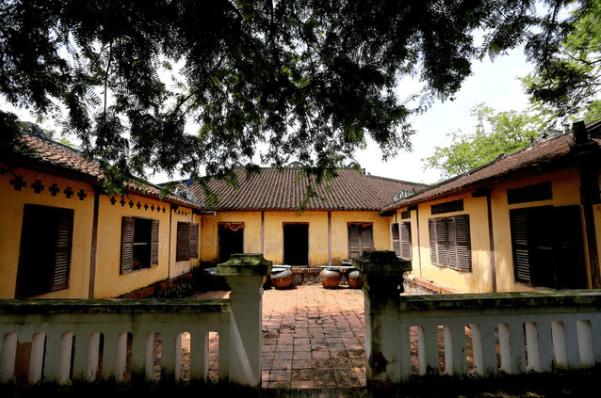 Khuôn viên đằng sau nhà cổ Trăm Cột - Long An