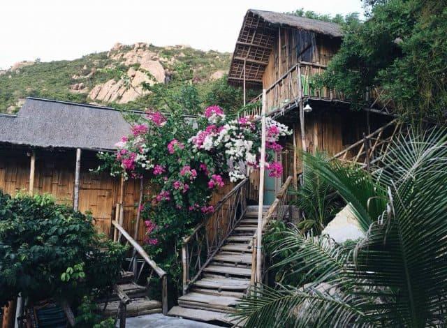 Khu nhà nghỉ bằng gỗ mộng mơ gần bờ biển (Ảnh ST)