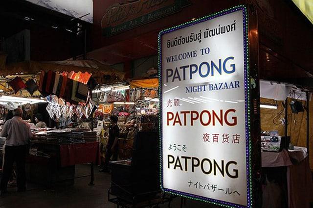 Bạn có thể dễ dàng đến với chợ đêm Patpong bằng các phương tiện giao thông công cộng (Ảnh ST)