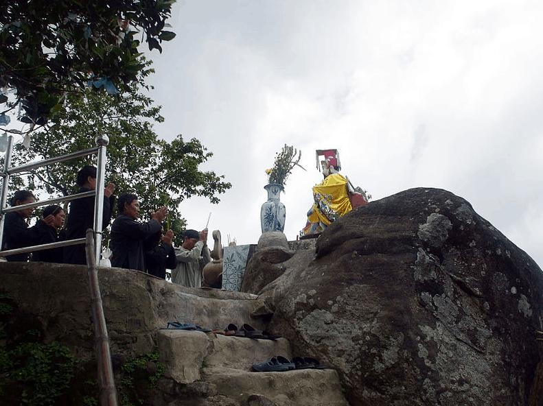 Thăm viếng tượng Ngọc Hoàng trên Vồ Bồ Hong