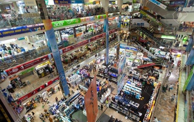 Những trung tâm thương mại trong khu Pratunam (Ảnh ST)