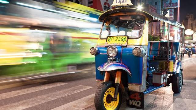 Đi tuk tuk mạo hiểm ở Bangkok (ẢNH ST)