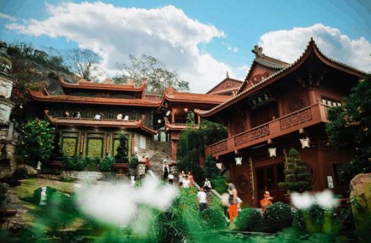 Tuyệt cảnh chùa Hang trên núi Sam