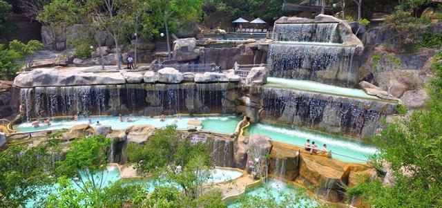 Tắm bùn – tắm khoáng là loại hình du lịch độc đáo được du khách trong nước cũng như quốc tế yêu thích (Ảnh ST)