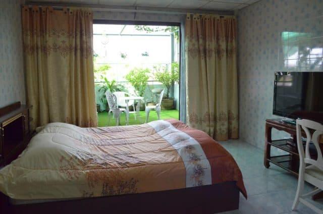 Phòng nghỉ riêng có sân vườn mini rất đẹp (Ảnh ST)