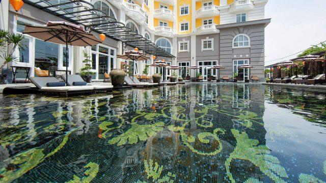 Hồ bơi trong Hotel Royal Hoi An - MGallery by Sofitel (Ảnh ST)