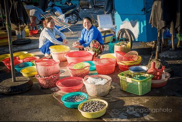 Mua hải sản tươi ngon giá rẻ tại biển Thạnh Phú