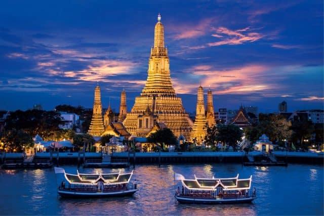 Du khách có thể cảm nhận cuộc sống đời thường của người dân Bangkok đó là ngồi trên thuyền ngắm cảnh (Ảnh ST)