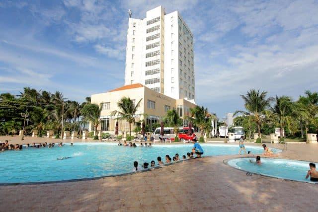 Hồ bơi trong khách sạn Sài Gòn Quy Nhơn (Ảnh ST)