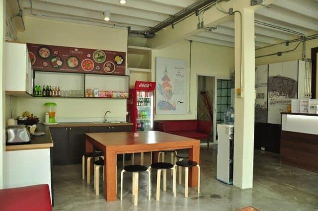 Sảnh tầng 1 là nơi phục vụ đồ ăn nhanh (Ảnh ST)