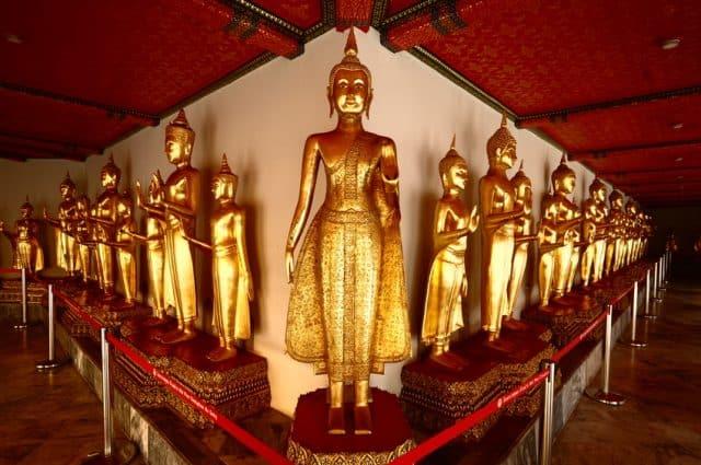 Bạn có thể thỏa sức thăm quan, ngắm nhìn những bức tượng (Ảnh ST)