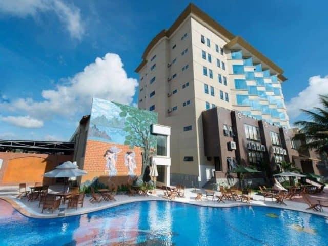 Hồ bơi của khách sạn Mường Thanh (Ảnh ST)