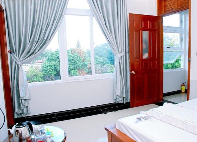 Phòng nghỉ có cửa sổ lớn nên rất thoáng mát (Ảnh ST)
