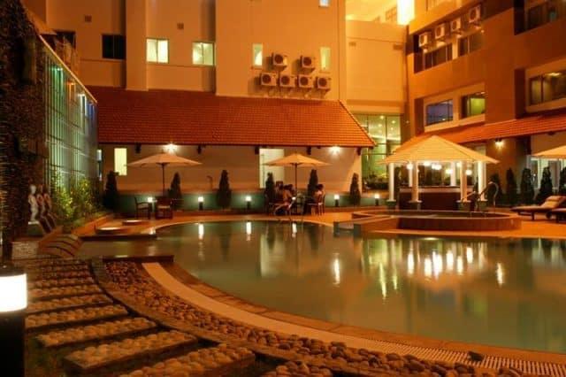 Khung cảnh tuyệt đẹp của khách sạn khi về đêm (Ảnh ST)