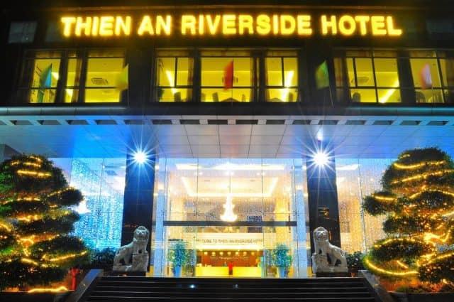 Khách sạn Thiên Ấn Riverside lung linh khi lên đèn (Ảnh ST)