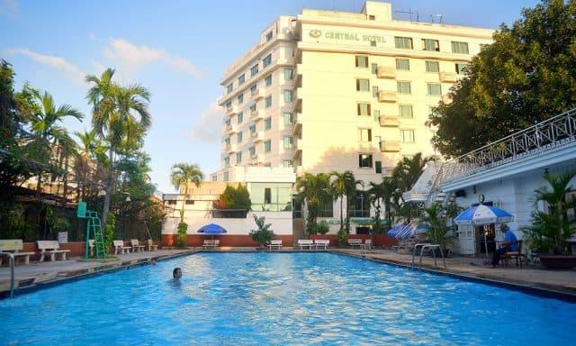 Hồ bơi trong khách sạn Central (Ảnh ST)