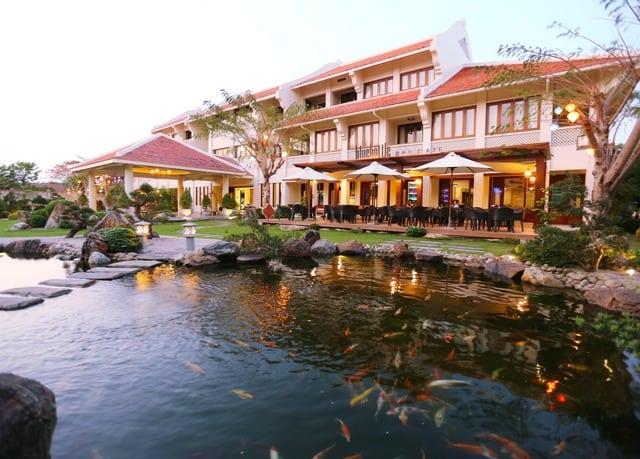 Almanity Hoi An Wellness Resort nằm xung quanh hồ bơi nước biển tinh khiết tuyệt đẹp và vườn thiền xanh mát ở trung tâm Khu Phố Cổ Hội An (Ảnh ST)